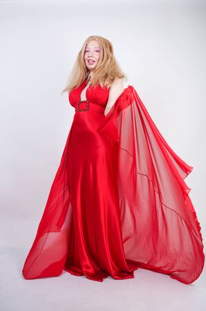 Fashion Asian Blonde Model in Red Beauty Long Dress Banque d'images