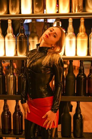 brave girl in latex walks in public and shows her exhibitionism Standard-Bild