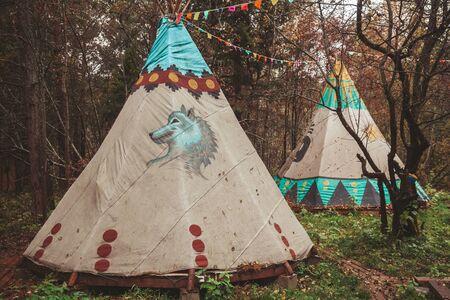 Northern Cherokee indian tee pee triangular house Archivio Fotografico - 129014812