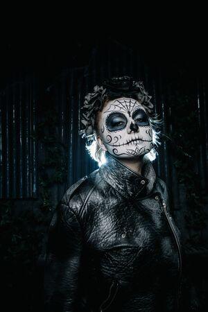 halloween dark gothic scary makeup. Santa Muerte concept. Zdjęcie Seryjne - 136809202