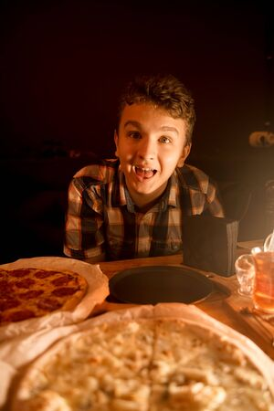 the teenager wanted to eat at night and ordered two pizzas
