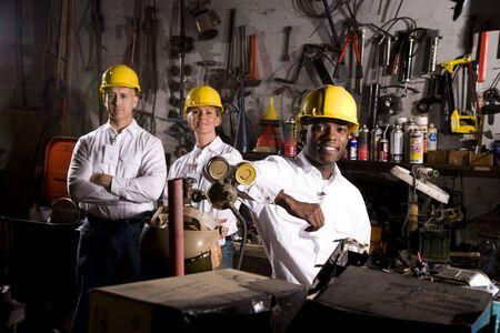 trabajadores: Colegas en el �rea de mantenimiento de Oficina