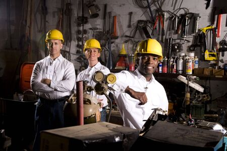 hard worker: Colleghi in zona ufficio manutenzione