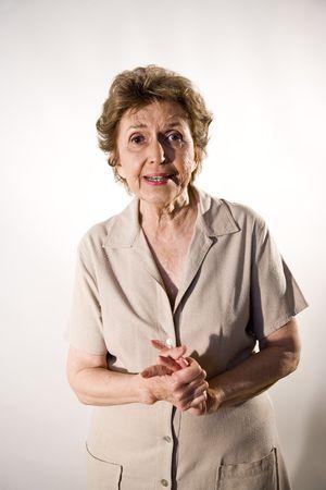 earnest: Retrato de mujer senior en su 70 con expresi�n sincera