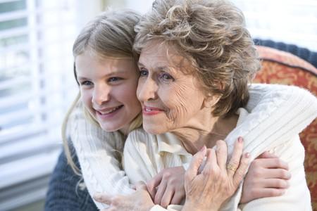 grandmother children: Retrato de la abuela feliz con nieto abrazos