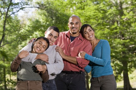Portrait of Hispanic father and two boys outdoors in outdoor park Foto de archivo