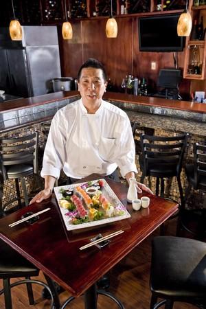 Chef in Japanese restaurant with sushi platter Zdjęcie Seryjne - 7420905