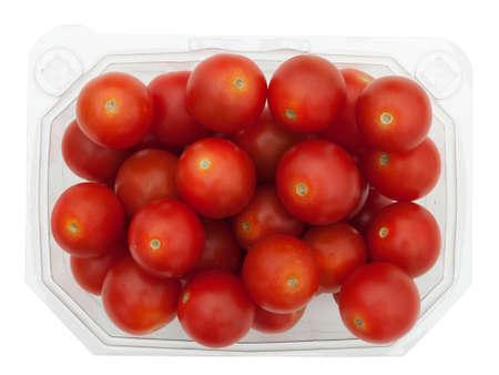 tomates: Tomates cerises dans un supermarch� r�cipient en plastique, isol�s Banque d'images