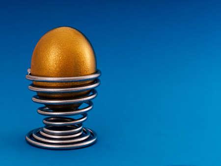 financial metaphor: Met�fora financiera - nido de huevos de oro, con copia espacio