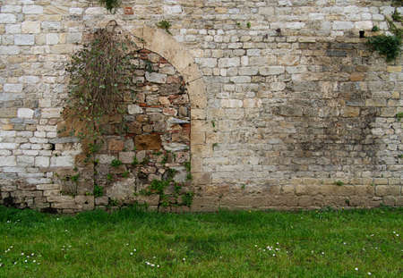 gro: Stone wall with blocked doorway - real or psychology metaphor