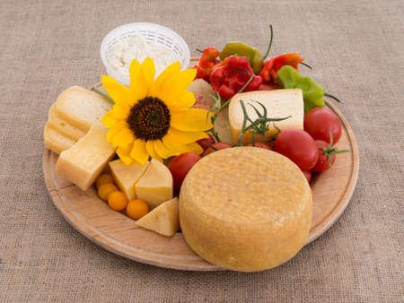 bounty: Generosidad de la naturaleza - queso, tomate, girasol. Thanksgiving Italia.