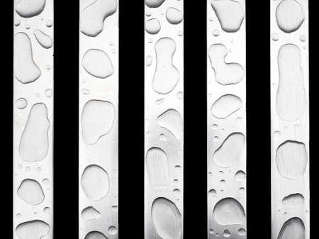 kropla deszczu: Interesting raindrop shapes on aluminium bench. Zdjęcie Seryjne