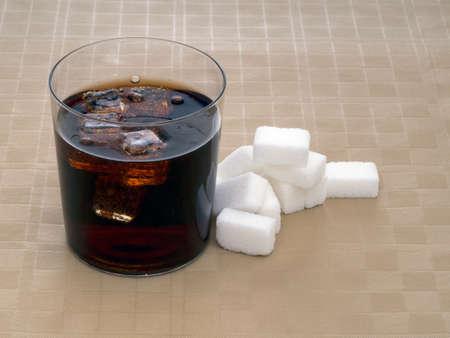 obesidad infantil: Az�car, calor�as de los refrescos con gas carb�nico, cola.