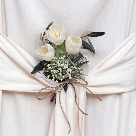 comunion: Hermosas flores blancas. Tulipanes y gypsophila.