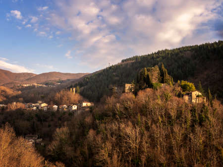 Landscape view of Lunigiana, north Tuscany, Italy. View of Verrucola coming from Pognana. Beautiful spring evening. Italian countryside. Stok Fotoğraf