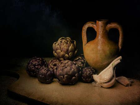 Rohe Artischocken, mediterranes Gemüse, auf rustikalem hessischem mit Knoblauch und Terrakotta-Amphorenurne. Stillleben, Lichtmalerei mit Textur. Künstlerisch.