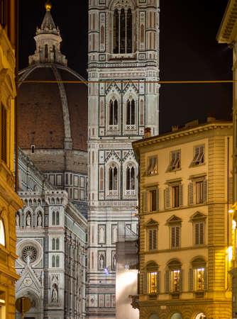 Florence, Tuscany. Glimpse of the Duomo, aka Basilica di Santa Croce by night. January 2020. Imagens
