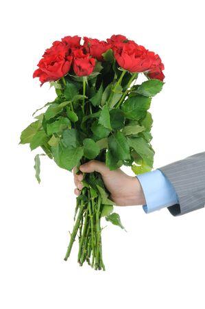 bouquet fleur: Homme main tenant bouquet de roses rouges isol�es sur fond blanc