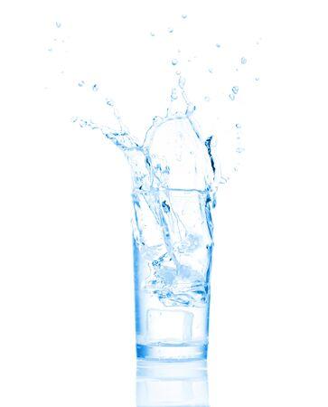 welling: Schizzi d'acqua in vetro isolato su bianco Archivio Fotografico