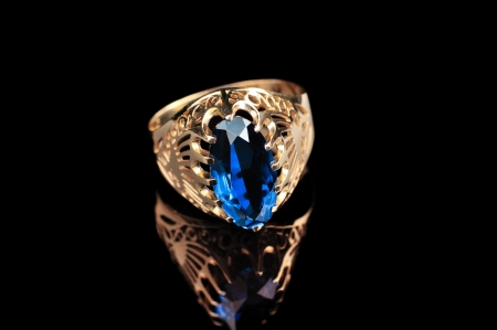 jewelle: ring with saphire