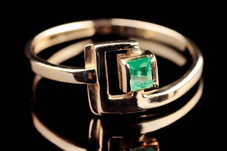 jewelle: ring with emerald