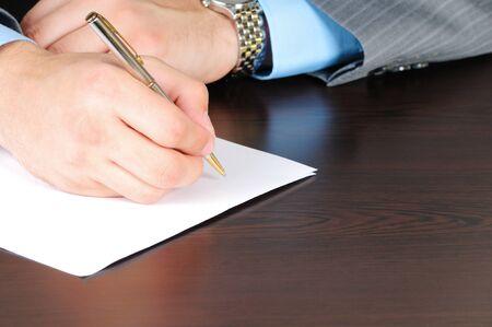hoja en blanco: Escritura en la hoja de papel en blanco