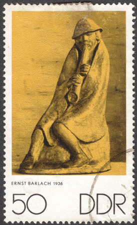 stempeln: MOSCOW, RUSSIA - JANUARY, 2016: a post stamp printed in DDR shows a sculpture The flutist by Ernst Barlach, the series Art, circa 1970 Editorial