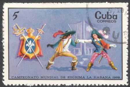 """mosquetero: Mosc�, Rusia - alrededor de FEBRERO de 2016: un sello impreso en CUBA muestra la esgrima mosquetero, la serie """"Campeonato Mundial de Esgrima, La Habana"""", alrededor de 1969"""