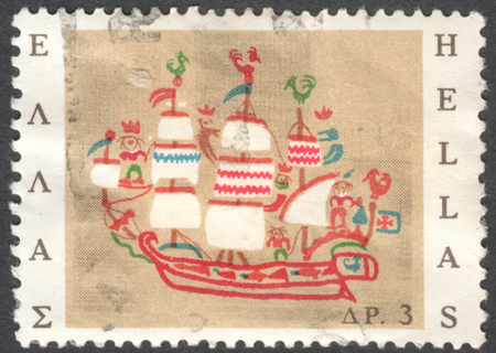 stempeln: MOSCOW, RUSSIA - JANUARY, 2016: a post stamp printed in GREECE shows a ship Skyros island , the series Greek Popular Art, circa 1966
