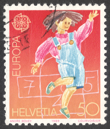 stempeln: MOSCOW, RUSSIA - CIRCA MAY, 2016: a post stamp printed in SWITZERLAND shows Honking game, the series Europa, circa 1989 Editorial