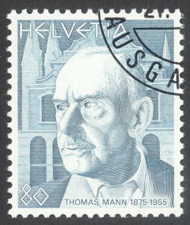 """Moskau, Russland - CIRCA April 2016: Eine Briefmarke in SCHWEIZ gedruckt zeigt ein Porträt von Thomas Mann, die Serie """"Portraits"""", circa 1979"""