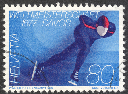 estampilla: MOSCOW, RUSSIA - CIRCA APRIL, 2016: a post stamp printed in SWITZERLAND dedicated to the World Speed Skating Championships, Davos, 1977, circa 1976