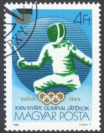 """mosquetero: Mosc�, Rusia - alrededor de junio de 2016: un sello impreso en Hungr�a muestra la esgrima, la serie """"Juegos Ol�mpicos - Se�l, Corea del Sur"""", alrededor de 1988"""
