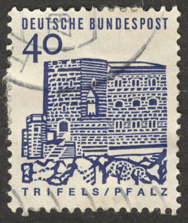 bundespost: MOSCOW, RUSSIA - CIRCA NOVEMBER, 2016: a post stamp printed in GERMANY shows Stronghold Trifels in the Palatinate, the series German Building Structures of the 12th Century, circa 1965