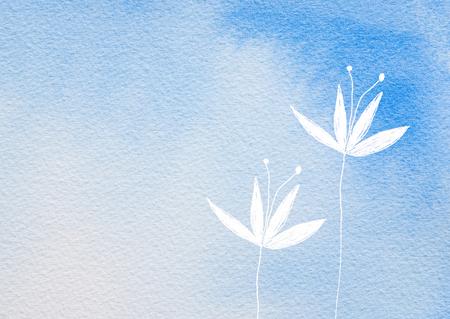 fleur blanche peinte sur fond coloré floue