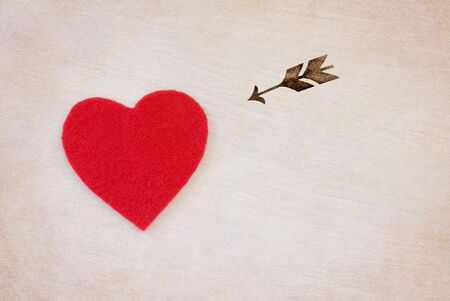 day saint valentin: red heart and arrow - love symbol on white background