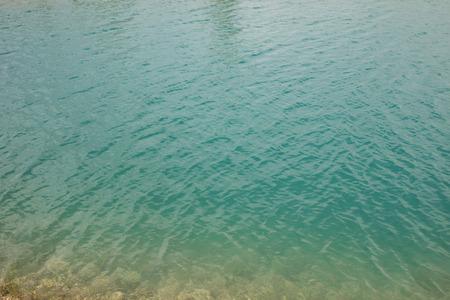 Superficie del agua azul - cerca de la textura del agua Foto de archivo - 80325723