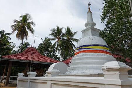 Mahigarjanaramaya Buddhist Temple and Kirama Ananda Himi Religious Monument in Wadduwa, Western Province, Sri Lanka 免版税图像