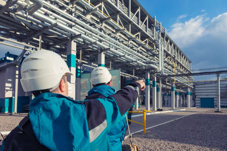 industria petroquimica: la fábrica química que produce caucho sintético Foto de archivo