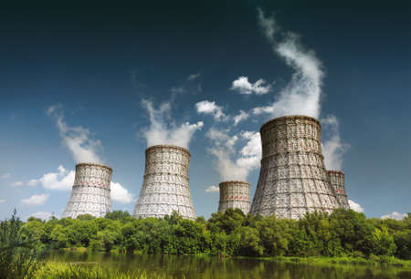 calentamiento global: foto del paisaje de una central nuclear