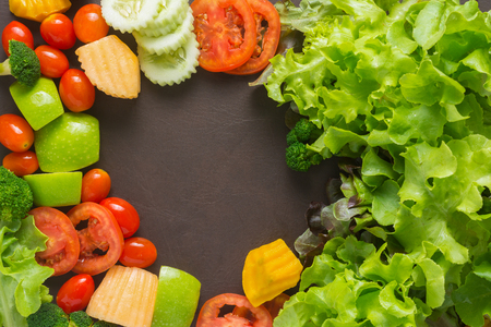 Top View of Salads are arranged by the middle space to put words. Foto de archivo
