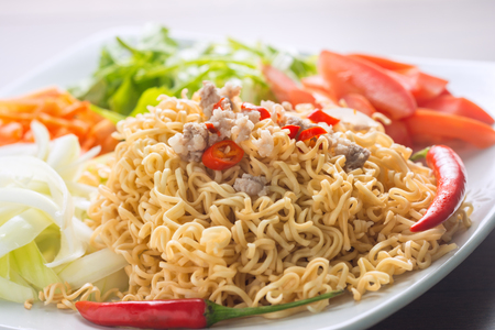Close up The menu is applied by bringing the mama or instant noodles to be converted into Thai traditional flavor. It is easy to make Thai food or sell it yourself. Foto de archivo