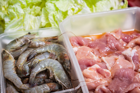Shrimp and Pork Raw Prepare to grill to make food with fresh vegetables that are nutritious. Foto de archivo