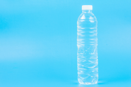 Close up Bottle of drinking water. on Blue Background. with space for text. Foto de archivo - 104574017