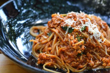 spaghetti sauce: spaghetti chicken basil tomato sauce