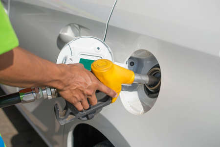 fueling pump: hand filling fuel your car