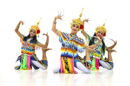 マノーラー タイのフォーク ダンス 報道画像