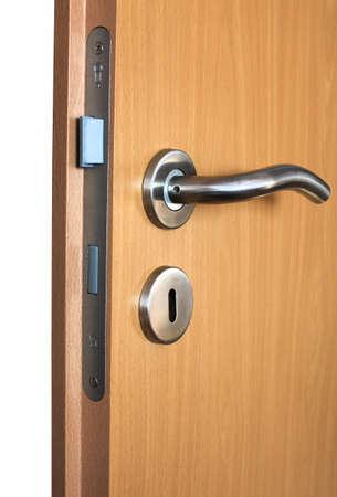 fermer la porte: ouvrir la porte
