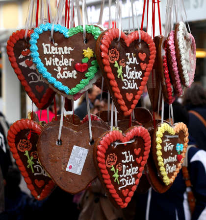 christkindlmarkt: Gingerbread Hearts at Christmas Market Stock Photo