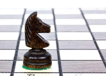 �chessboard: caballero en un tablero de ajedrez Foto de archivo